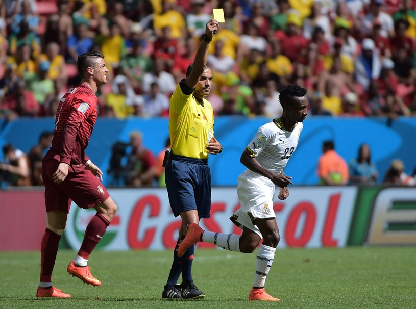 Sędzia Nawaf Shukralla podczas meczu Portugalia - Ghana na mundialu 2014 /AFP