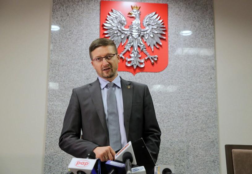 Sędzia Paweł Juszczyszyn podczas oświadczenia dla mediów / Tomasz Waszczuk    /PAP