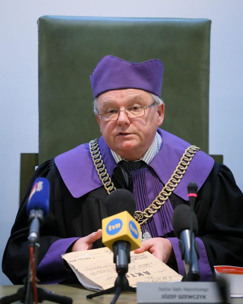 Sędzia Sądu Najwyższego Józef Szewczyk ogłasza decyzję /Paweł Supernak /PAP