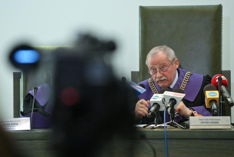 Sędzia SN  podczas ogłoszenia postanowienia /Rafał Guz /PAP