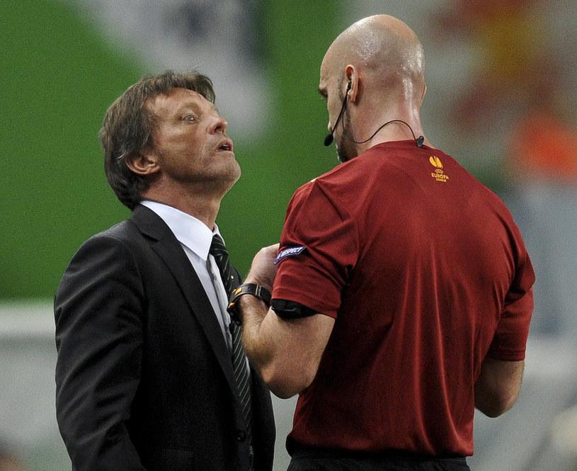Sędzia Stefan Johannesson i belgijski trener Frank Vercauteren /AFP