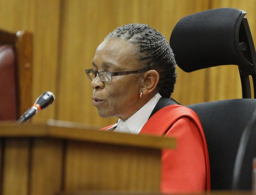 Sędzia Thokozile Masipa odczytuje wyrok w sprawie Oscara Pistoriusa /AFP