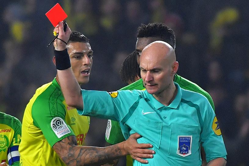 Sędzia Tony Chapron (P) w meczu FC Nantes z PSG /AFP