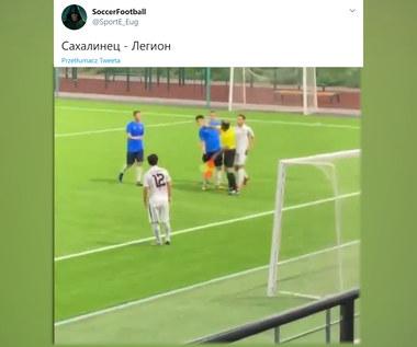 """Sędzia w Rosji uderzył piłkarza w twarz. """"Chcą się tylko wybić"""". Wideo"""