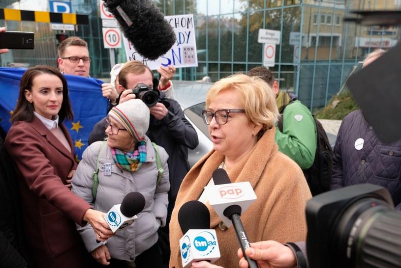 Sędziów wracających do orzekania, po tymczasowym przejściu w stan spoczynku, powitali m.in. Obywatele RP /Mateusz Grochocki /East News