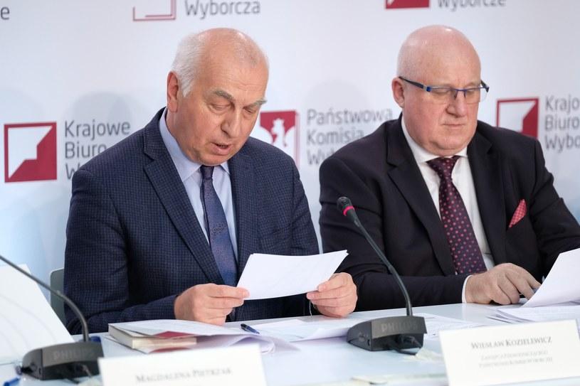 Sędziowie Wiesław Kozielewicz i Sylwester Marciniak /Mateusz Grochocki/ /East News