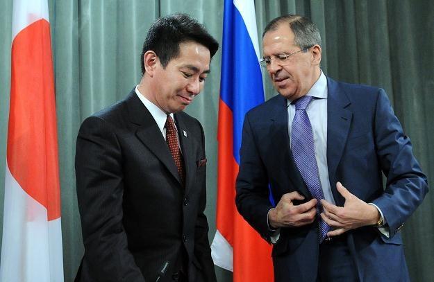 Seiji Maehara i Siergiej Ławrow /AFP