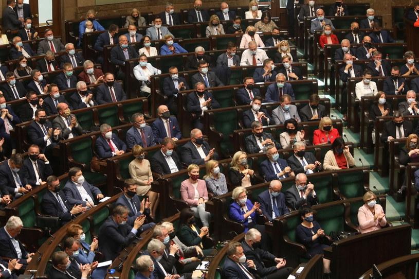 Sejm głosował w sprawie uchylenia rozporządzenia o stanie wyjątkowym /PAP/Albert Zawada /PAP
