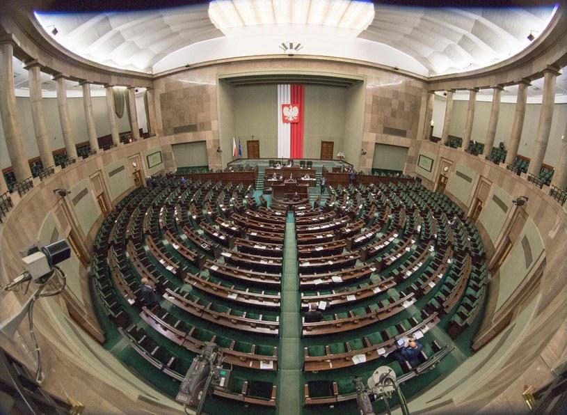 Sejm jednogłośnie uchwalił ustawę ustanawiającą Krzyż Wschodni /Adam Zwart /Reporter