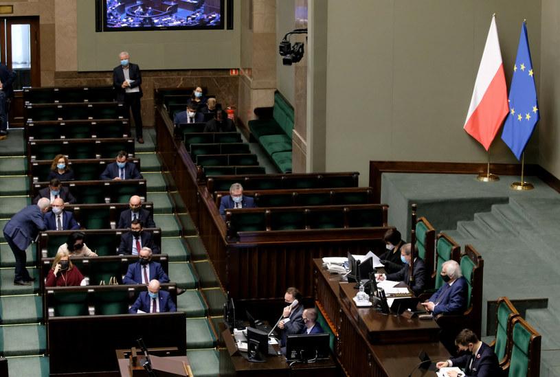 Sejm odkłada głosowanie w sprawie likwidacji OFE /Piotr Molecki /East News