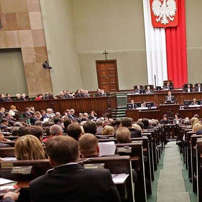 Sejm odrzucił przygotowany przez PiS projekt ustawy, który miał zablokować ewentualne podwyżki VAT /AFP
