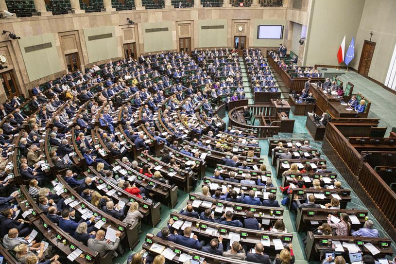 Sejm odrzucił senacką poprawkę do budżetu zwiększającą dotacje do NFZ /Marek Berezowski /Reporter