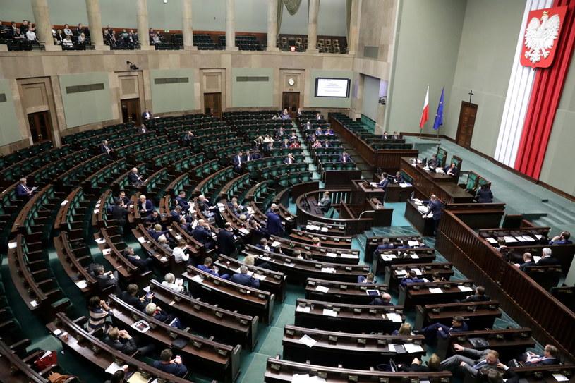 Sejm pracuje nad prezydenckimi projektami /Tomasz Gzell /PAP