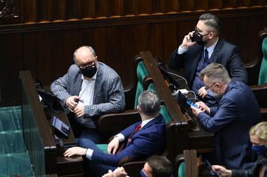 """Sejm przegłosował ratyfikację Funduszu Odbudowy. """"Lewica zapleczem PiS"""""""