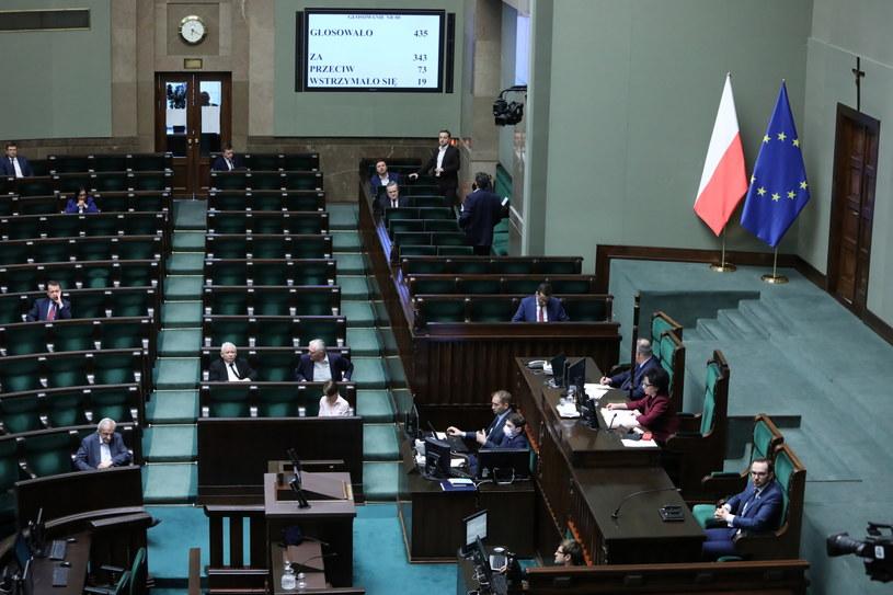 Sejm przyjął ustawę o tarczy antykryzysowej / Leszek Szymański    /PAP