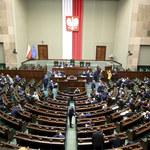 Sejm przyjął zmiany w zakazie handlu oraz 500 plus