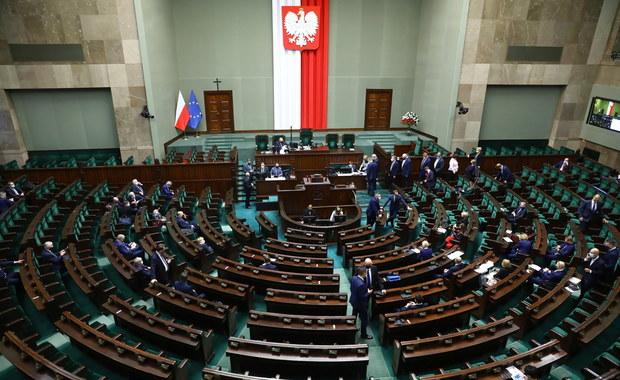 Sejm szkodzi nie tylko sobie