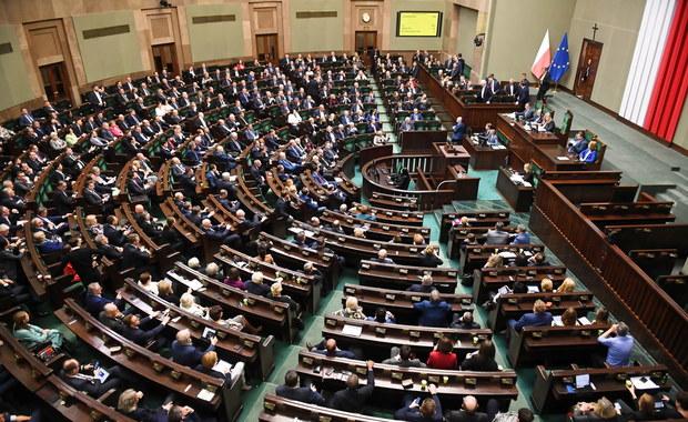 Sejm uchwalił ustawę ws. szczególnych rozwiązań związanych z koronawirusem
