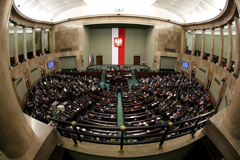 Sejm zaczął debatę nad projektem PiS ws. nowelizacji ustawy o TK /Tomasz Gzell /PAP