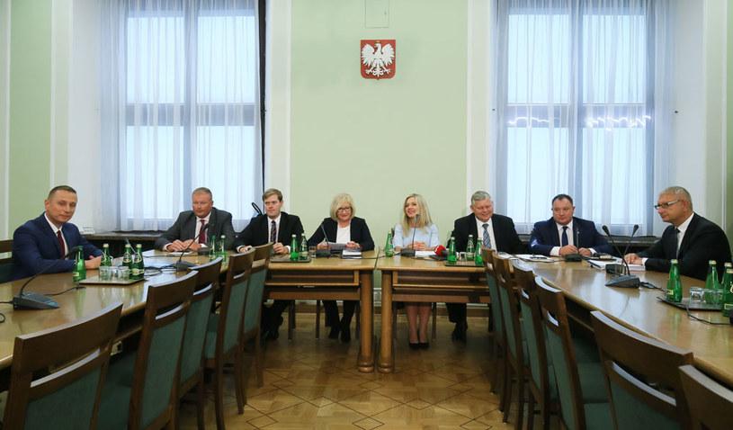 Sejmowa komisja ma wyjaśnić aferę Amber Gold /Paweł Supernak /PAP