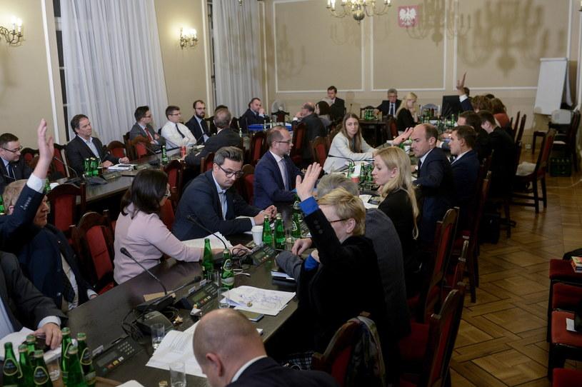 Sejmowa komisja sprawiedliwości zajmuje się prezydenckimi projektami ustaw o SN i KRS /Marcin Obara /PAP