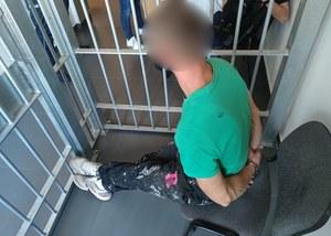Sejny: Potrącił kobietę na pasach i uciekł. Wpadł, bo chciał zjeść w lokalu obok komendy