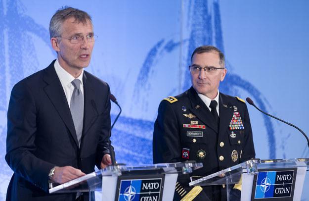 Sekretarz generalny NATO Jens Stoltenberg i generał Curtis Scaparrotti /AFP