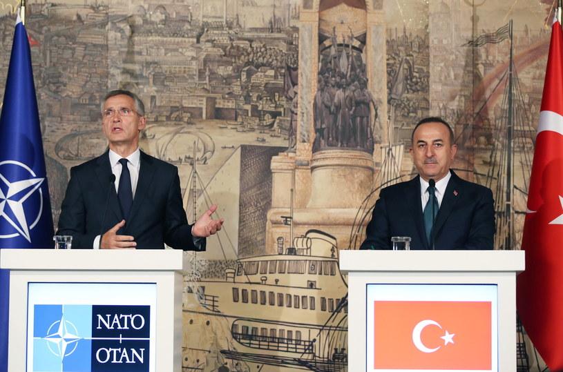 Sekretarz generalny NATO Jens Stoltenberg w Turcji, na konferencji z ministrem spraw zagranicznych Mevlutem Cavusoglu. /TOLGA BOZOGLU /PAP/EPA