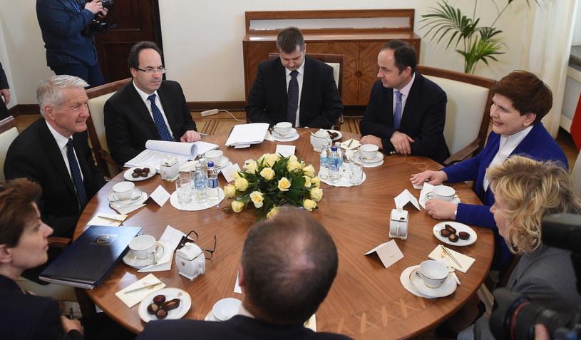 Sekretarz generalny Rady Europy Thorbjoern Jagland (L) podczas spotkania z premier Beatą Szydło /Radek Pietruszka /PAP