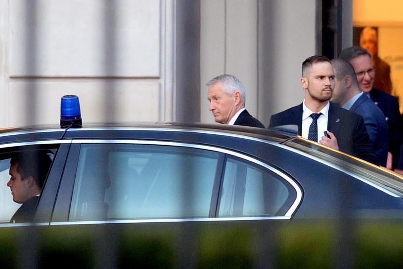 Sekretarz generalny Rady Europy Thorbjoern Jagland opuszcza Pałac Prezydencki po spotkaniu z prezydentem Andrzejem Dudą /Jacek Turczyk /PAP