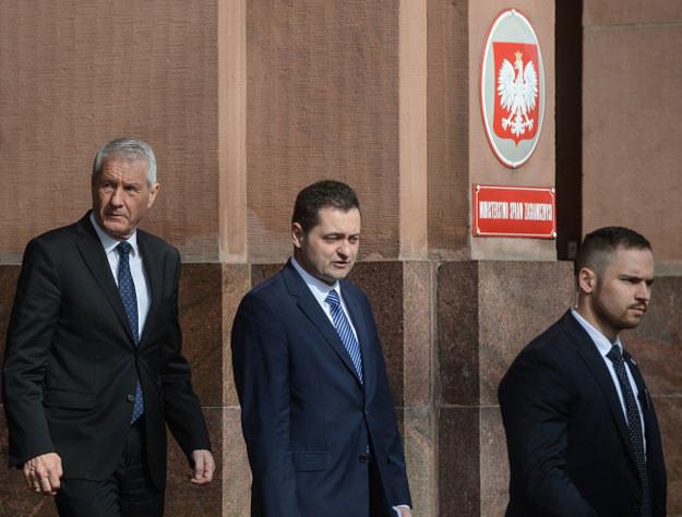 Sekretarz generalny Rady Europy Thorbjoern Jagland (z lewej) po spotkaniu z ministrem spraw zagranicznych Witoldem Waszczykowskim w Warszawie /AFP