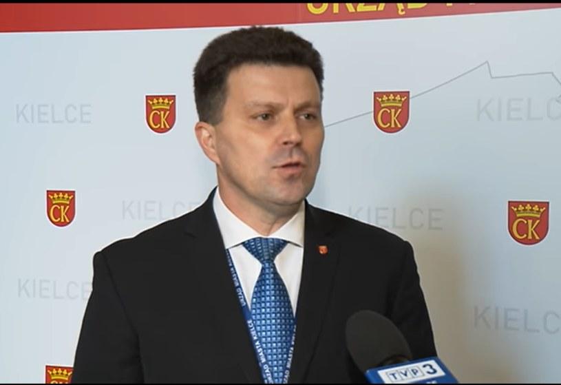 Sekretarz miasta Szczepan Skorupski (Facebook: TVP3 Kielce) /