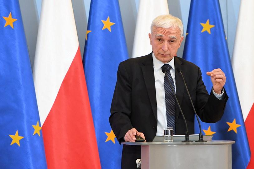 Sekretarz stanu, pełnomocnik rządu do spraw strategicznej infrastruktury energetycznej Piotr Naimski podczas konferencji prasowej nt. odtajnionego raportu NIK w sprawie umów gazowych z 2010 r /Radek Pietruszka /PAP