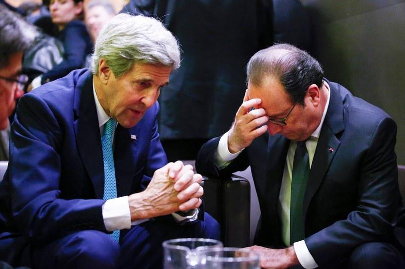 Sekretarz stanu USA John Kerry i prezydent Francji Francois Hollande /AFP