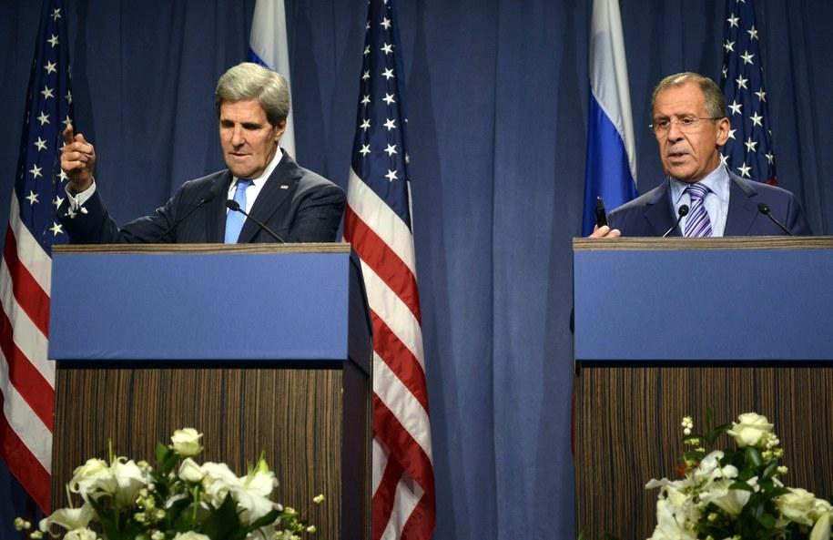Sekretarz stanu USA John Kerry i szef rosyjskiej dyplomacji Siergiej Ławrow /MARTIAL TREZZINI /PAP/EPA