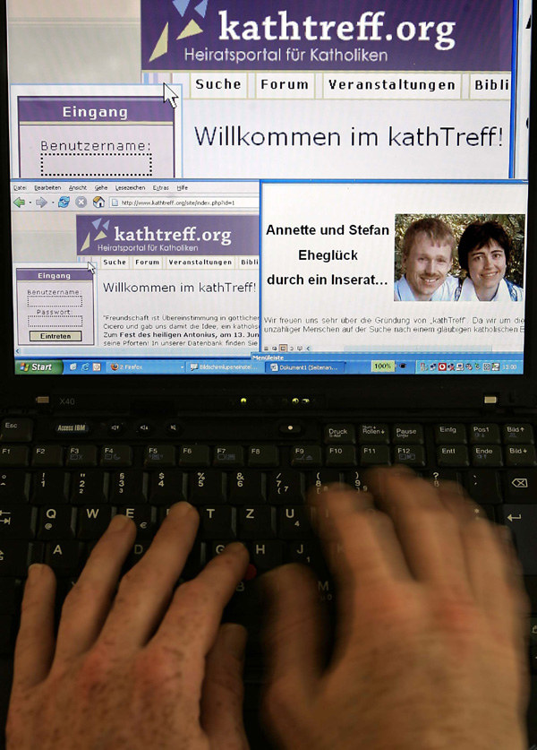 Seks przez internet - nowa forma niewierności /AFP