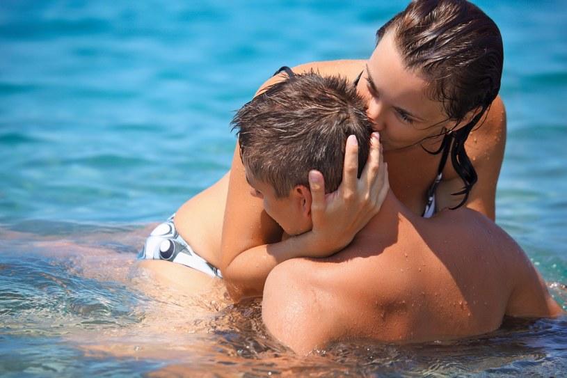 Seks w letnie dni może być bardzo ekscytujący /123RF/PICSEL