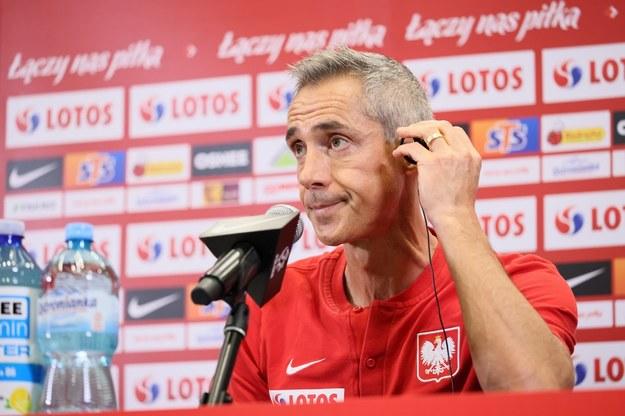 Selekcjoner piłkarskiej reprezentacji Polski Paulo Sousa podczas konferencji prasowej. / Leszek Szymański    /PAP