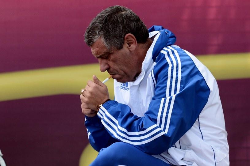 Selekcjoner reprezentacji Grecji - Fernando Santos - przyłapany z papierosem /AFP