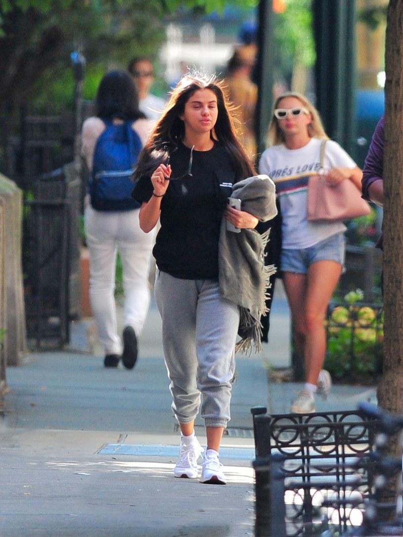 Selena Gomez bez makijażu /East News
