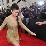 """Selena Gomez pod stołem. """"Spanikowałam"""""""