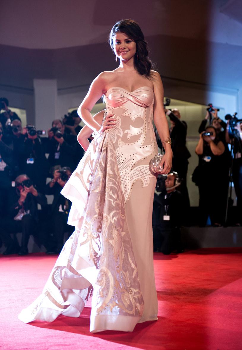 Selena Gomez w stylizacji autorstwa Basi Richard /Ian Gavan /Getty Images