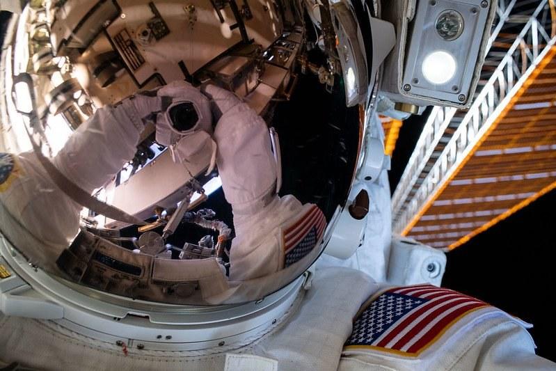 Selfie podczas spaceru kosmicznego 26 czerwca 2020 r. /materiały prasowe