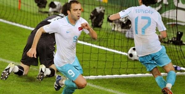 Semih Senturk strzelił pierwszą bramkę dla Turcji /AFP