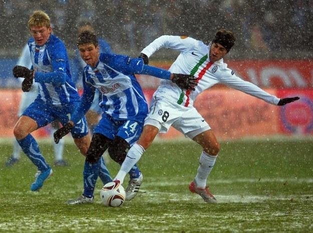 Semir Stilić w barwach Lecha Poznań walczył z Claudiiem Marchisio z Juventusu Turyn. /AFP