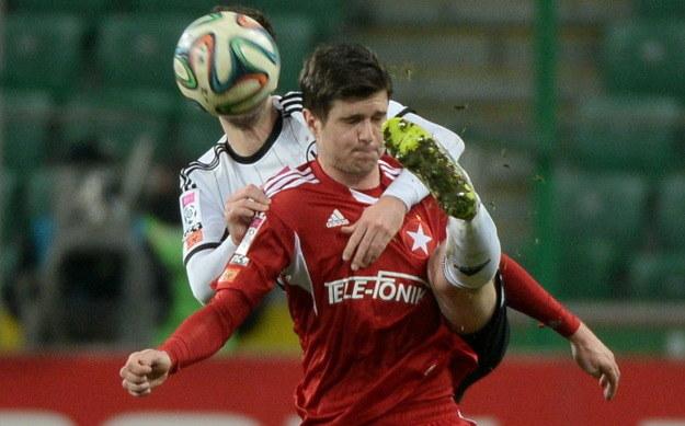 Semir Stilić (w czerwonym stroju) to zdaniem Andrzeja Iwana kluczowy gracz Wisły Kraków /Bartłomiej  Zborowski /PAP