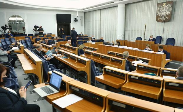 """Senacka komisja popiera odrzucenie """"Piątki dla zwierząt"""""""