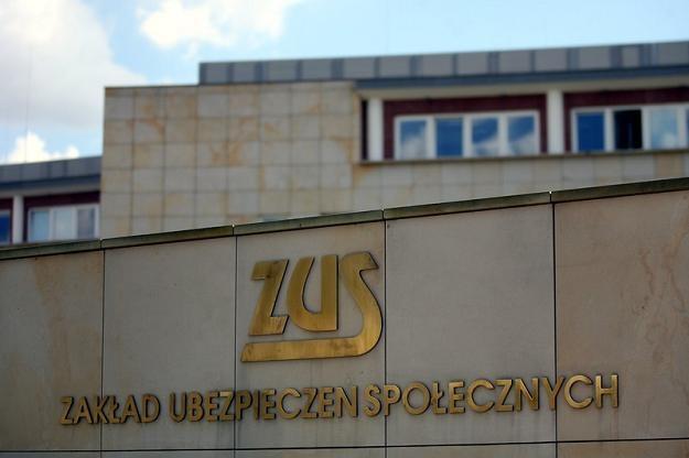 Senackie komisje są przeciw obarczeniu ZUS dodatkowymi obowiązkami. Fot. Adam Nocoń /Agencja SE/East News