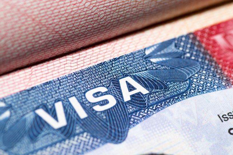 Senator Chris Murphyw mocnych słowach mówił o przeciągającej się sprawie zniesienia wiz dla polskich obywateli podróżujących do USA /123RF/PICSEL