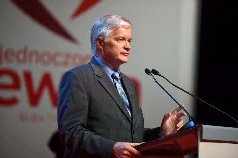 Senator Włodzimierz Cimoszewicz podczas konwencji wyborczej Zjednoczonej Lewicy SLD+TR+PPS+UP+Zieloni /Grzegorz Michałowski /PAP